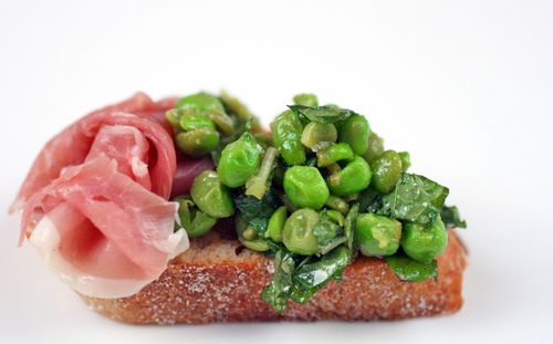 Minted pea crostini