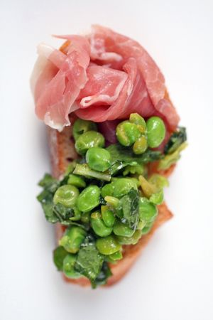 Minted pea crostini2