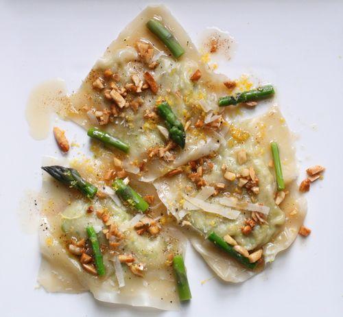 Ravioli w asparagus