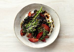 Grilled-kale-salad-with-ricotta-and-plums-646