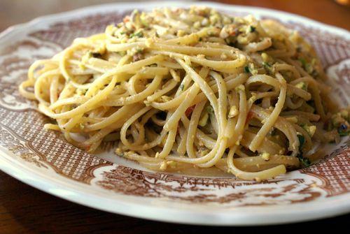 Pasta pistachio pesto