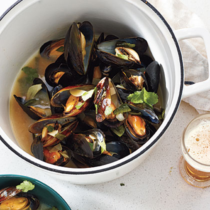 The Bitten Word: Mussels in Smoky Poblano-Cilantro Broth