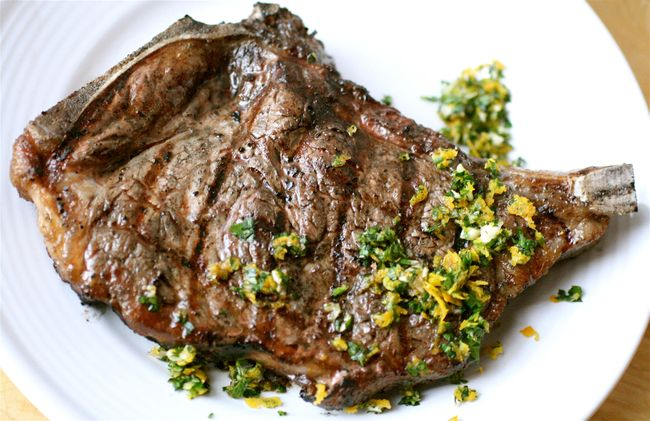 Cold-grilled steaks with gremolata