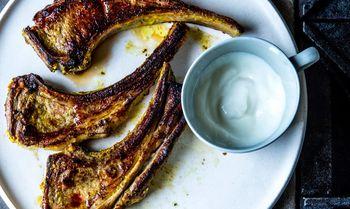 Spiced-marinated-lamb-chops-with-garlicky-yogurt1-940x560