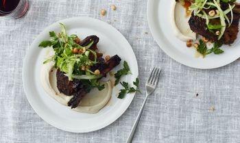 Roasted-short-ribs-with-cauliflower-and-celery-940x560