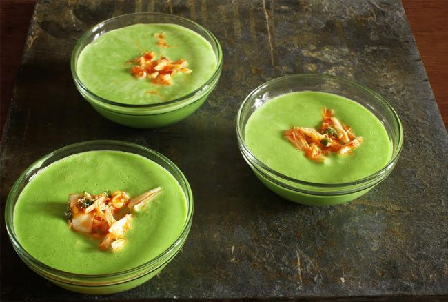 Chilled Pea Soup with Spicy Crab p