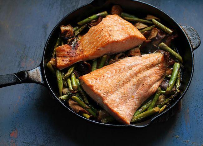 Broiled salmon asparagus shiitake