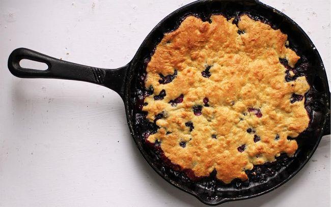 Blueberry-Caramel-Skillet-Cobbler