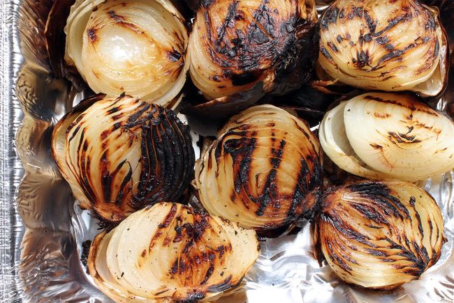 Grilled onions with balsamic