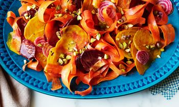 Beet-and-carrot-salad-with-curry-dressing-and-pistachios-940x560